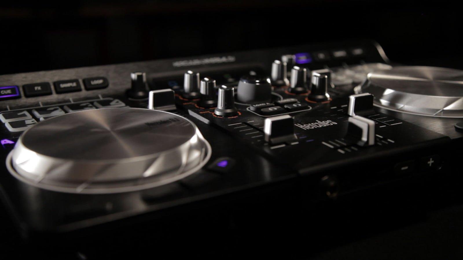 Hercules Universal DJ closeup3
