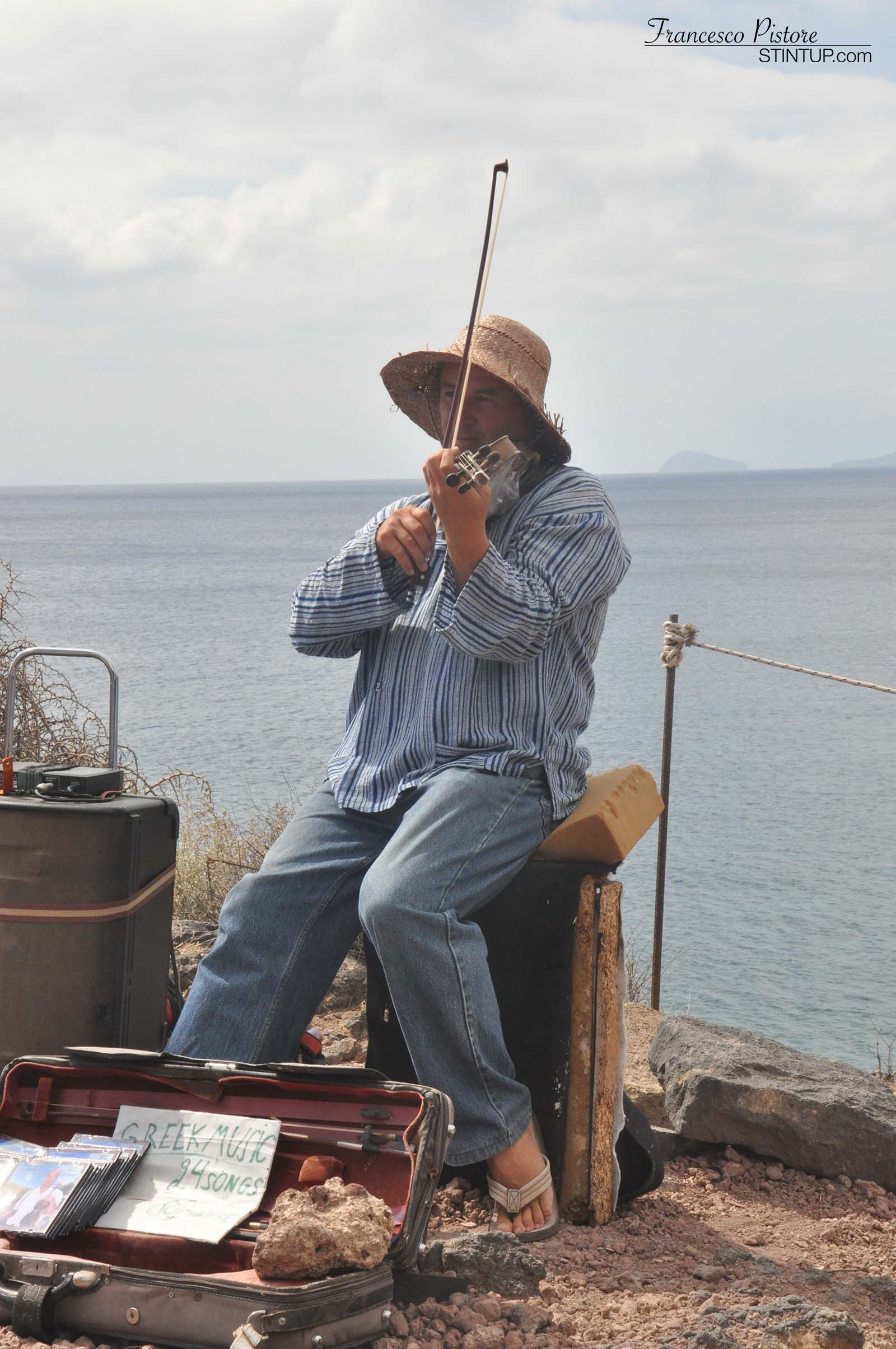 Musica folkloristica sopra la Red Beach