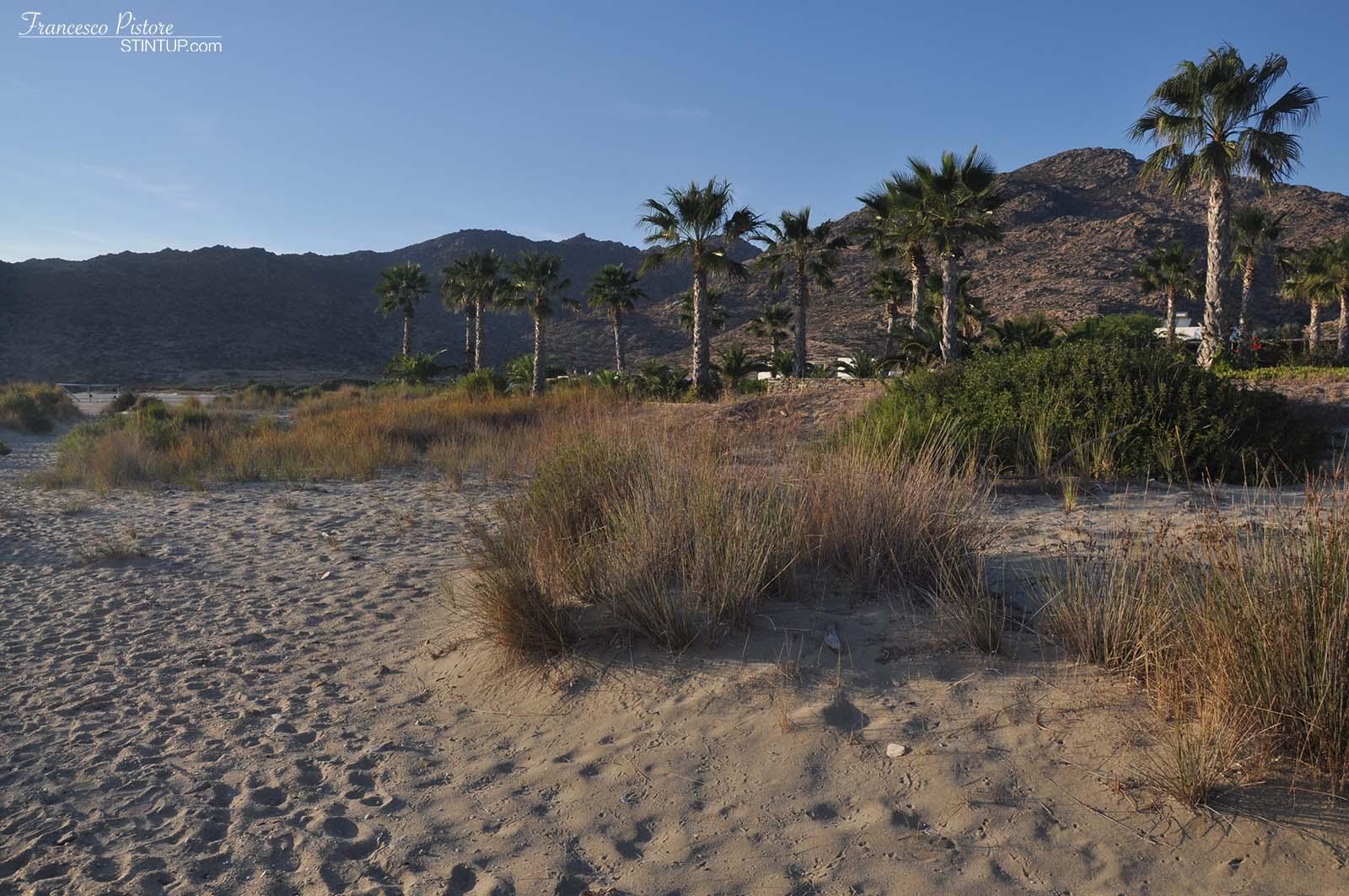 La spiaggia di Maganari, isola di Ios