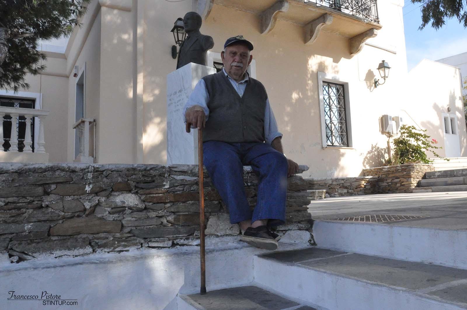 Un signore a Chora che ci ha gentilmente concesso di fotografarlo
