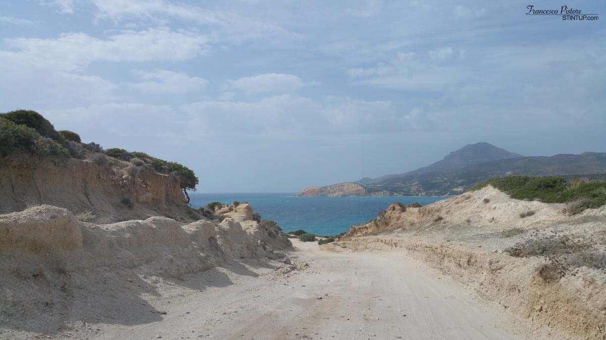 Milos. Strada verso Fyriplaka