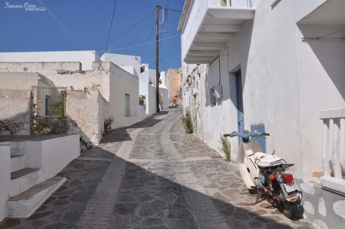 Milos. Tripiti, strada verso Klima