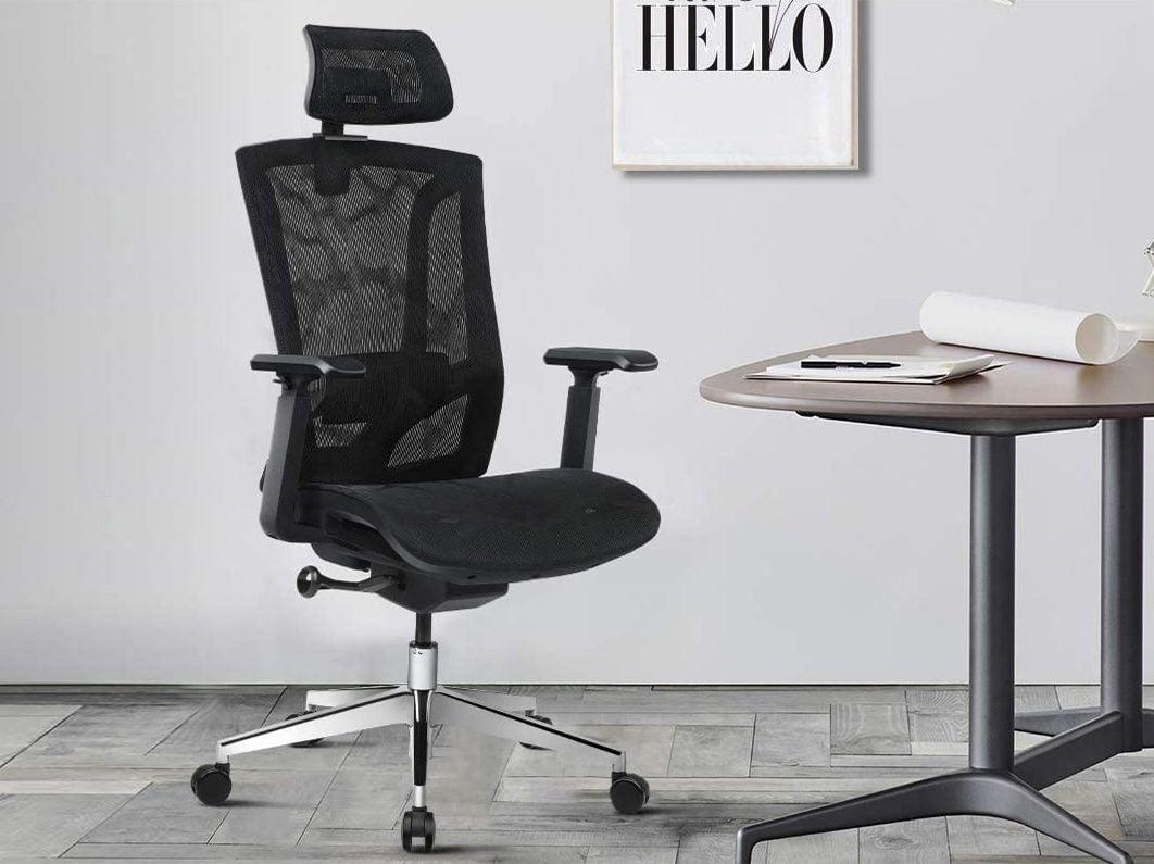 postazione da ufficio sedia ergonomica